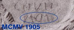 Detail der Bronzetafel - Hinweis auf 1905 (MCMV)